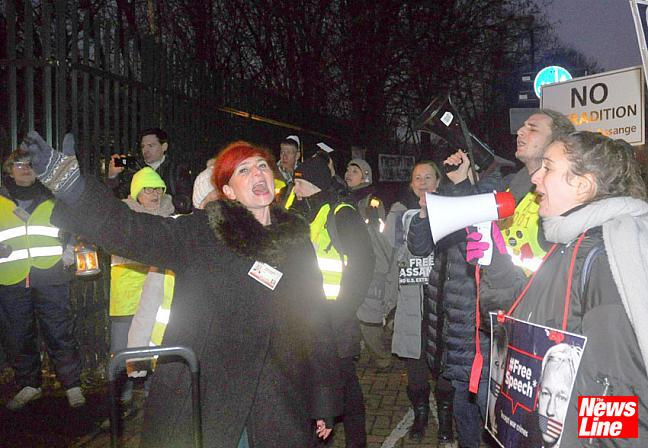 100 Yellow Vests join Belmarsh protest for Julian Assange