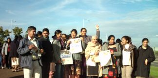 Defiant pickets near the Gate Gourmet plant at Heathrow on Sunday morning