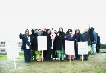Over 20 locked-out Gate Gourmet workers were on the picket line yesterday despite the very cold weather