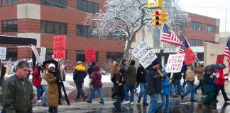 UAW members demonstrating on February 16 outside the Flint East Delphi plant demanding no wage cuts