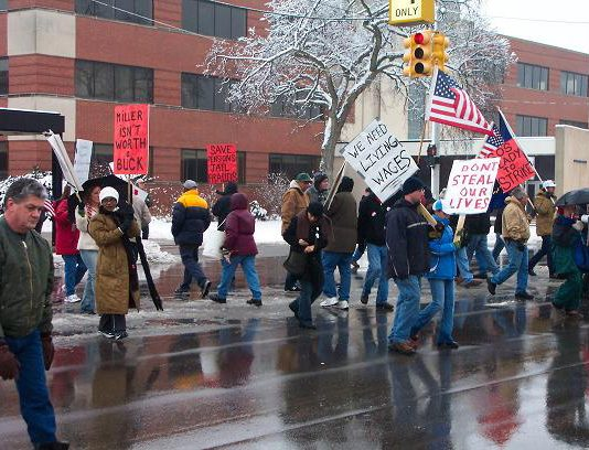 UAW members demonstrating on February 16 outside the Flint East Delphi plant demanding no wage cuts