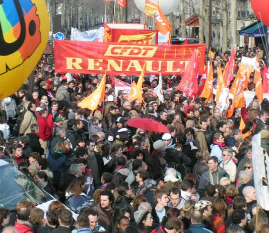 Trade union banners on last Saturday's 500,000-strong march against the 'CPE' first job contract attack on young workers
