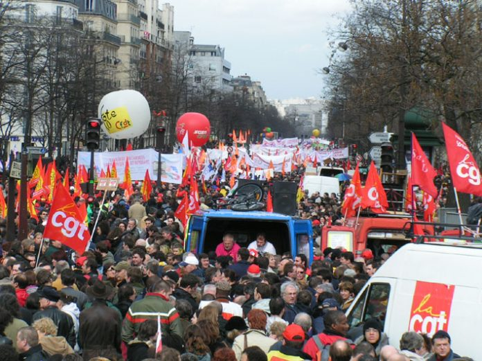 The march of over 700,000 workers and youth filled the streets around Place d'Italie where it assembled with trade unionists in the foreground carrying CGT flags