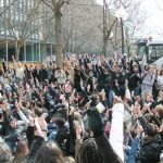 2,000 students outside the Jussieu University vote to strike until the government withdraws the CPE – First Job Contract