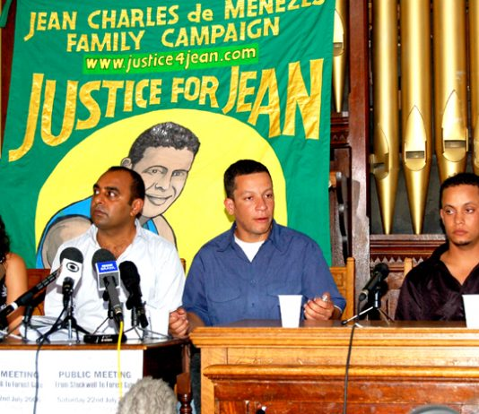 Cousins VIVIAN FIGUEIREDO, ALEX PEREIRA (speaking) and ALLESANDRO PEREIRA (right) with chair ASAD REHMAN at yesterday's press conference