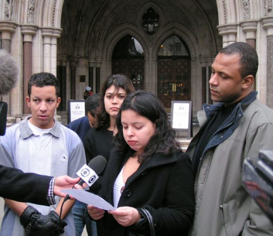 Cousins of Jean Charles De Menezes, ALEX PEREIRA (left) and PATRICIA da SILVA ARMANI (speaking) outside the High Court yesterday