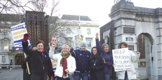 PCS Judge's clerks got plenty of support from passing motorists outside Southwark Crown Court yesterday morning