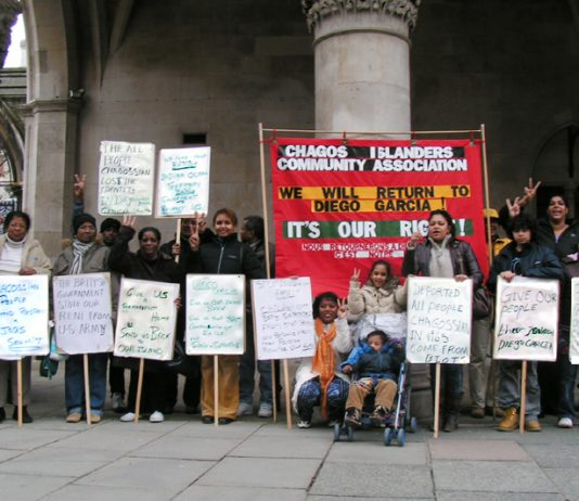 Chagos Islanders Picket High Court