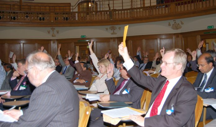 Consultants voting for the 'immediate resignation' of Chief Medical Officer Donaldson over his role in the  junior doctors training crisis