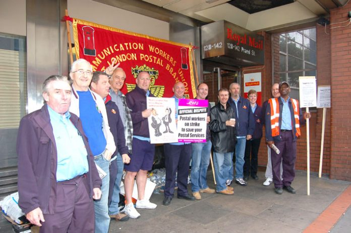 Confident CWU picket line at the West London Mail Centre in Paddington on Thursday morning