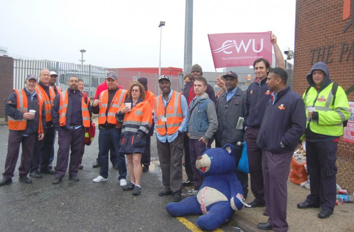 South London Mail Centre and Delivery Office CWU members picketing last Friday in their unofficial action against management imposed changes