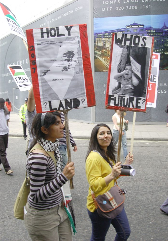 Girls in London on a march in support of a Palestinian state