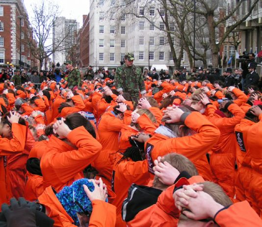 Hundreds took part in the protest outside the US embassy last January 11th exactly five years after the first prisoner was incarcerated in Guantánamo Bay