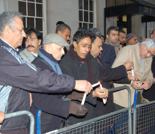 Up to 100 members and supporters of the Pakistan Peoples Party gathered outside the Pakistan embassy yesterday afternoon. They told News Line that the Musharraf regime and its agents were responsible for the murder of Benazir Bhutto