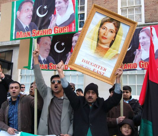 Demonstrators outside the Pakistan embassy yesterday demanded a UN-led investigation into Benazir Bhutto's murder