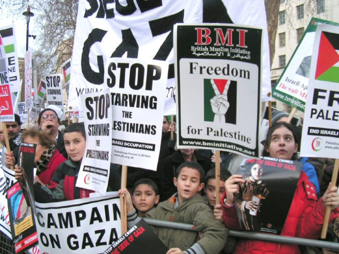 Up to 5,000 people demonstrated outside Downing Street last Saturday to demand the ending of the Israeli siege of Gaza