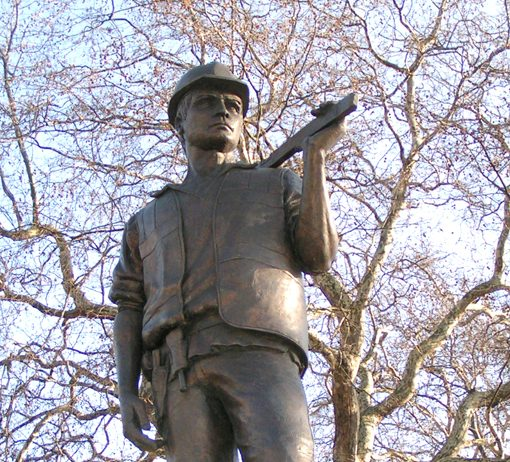 'The Building Worker' memorial in Tower Hill