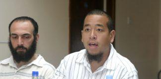 'Reprieve' investigator CHRIS CHANG (speaking) with ex-Guantánamo prisoner BISHER EL-RAWI