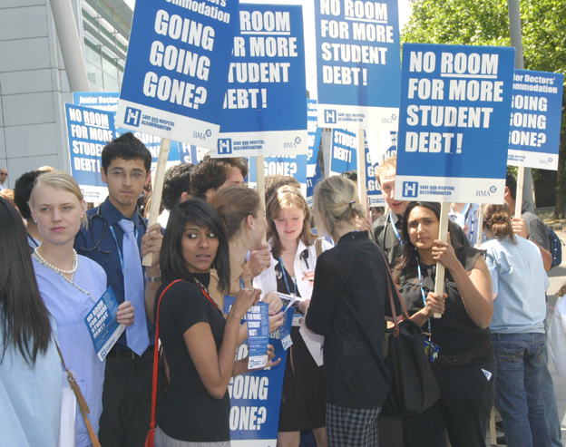 Medical students called for action to restore junior doctors free accommodation