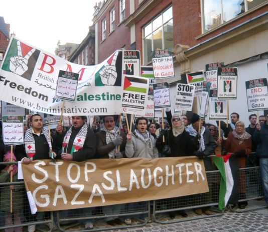Thousands demonstrated yesterday opposite the entrance to the Israeli Embassy in London against the blitzkrieg on Gaza