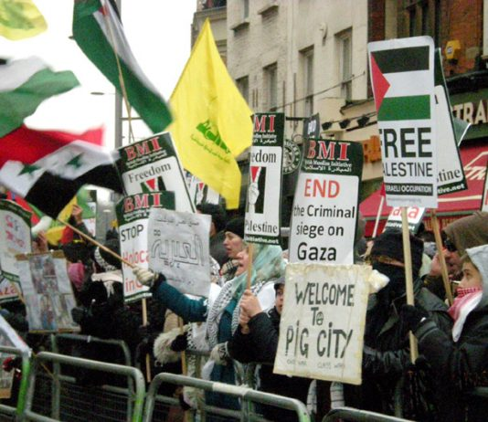 Angry picket of the Israeli Embassy in London on New Year's Day