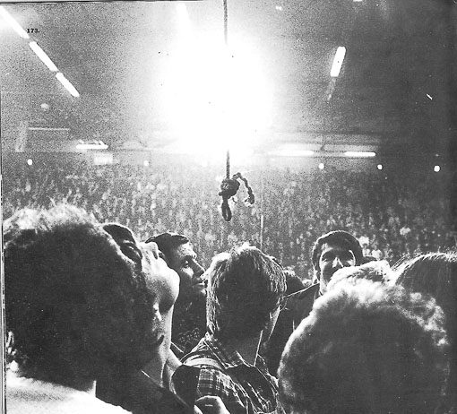 A noose is lowered as TUC General Secretary Norman Willis speaks at a rally in Aberavon, South Wales