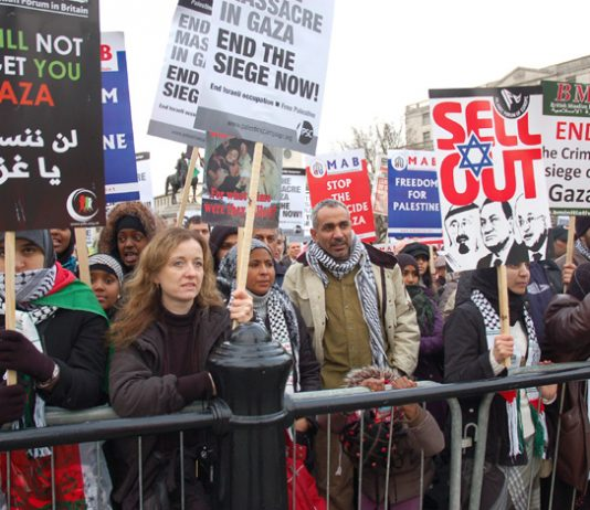 A section of the Trafalgar Square rally on January 17 2009 demanding an end to the Israeli siege on Gaza