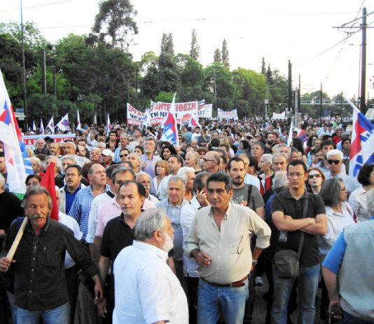 The giant adedy  trade union delegation in the square in front of the Parliament building. They were led away after ten minutes by their leaders – shortly afterwards the riot police attacked the remaining crowd