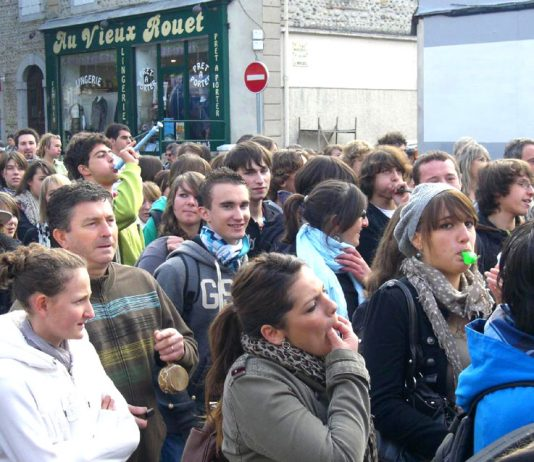 Youth enthusiastically joined workers on the march in Tarbes on Saturday