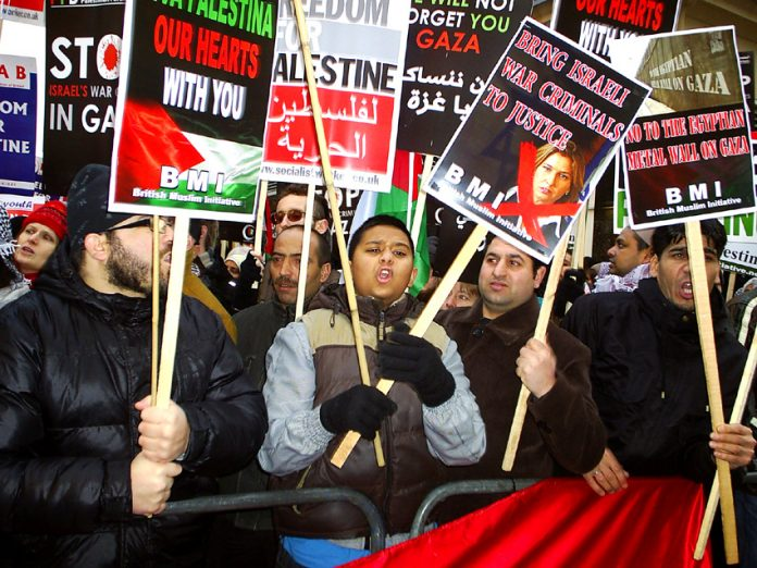 Youth and workers show their anger at the massacre of Palestinians in Gaza by Israeli warplanes in December 2008