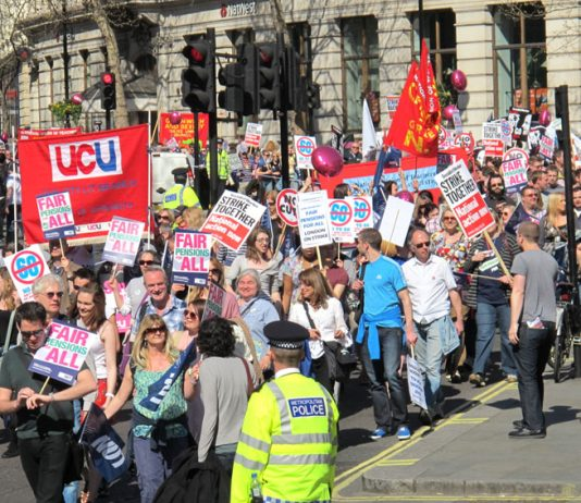 Masses of teachers and lecturers demanding fair pensions for all said we won't work until 68