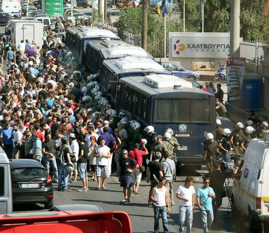 Riot police buses blocking the Hellenic Steel plant on Friday morning