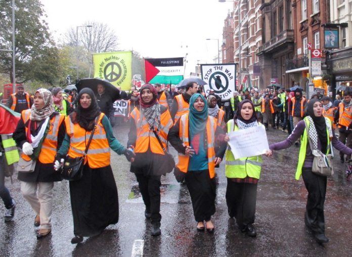 Large  numbers of young people took part in last Saturday's demonstration in central London to give their full support to the Palestinian people
