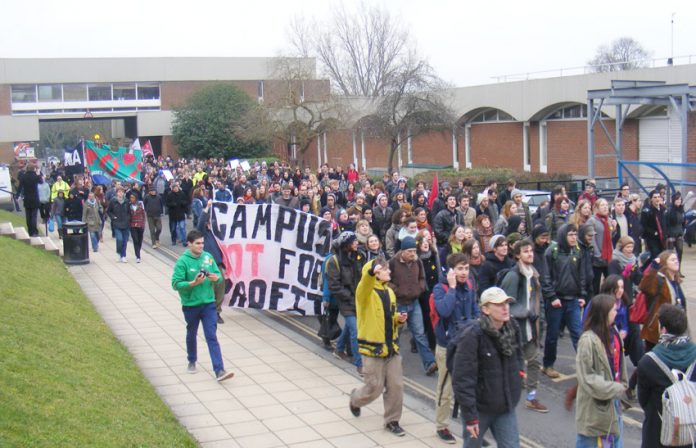 Youth are fighting for their rights everywhere. Over 500 students marched yesterday to the occupied Bramber House building, University of Sussex after a lunchtime rally against the privatisation of non-academic services affecting 235 staff, many of whom b
