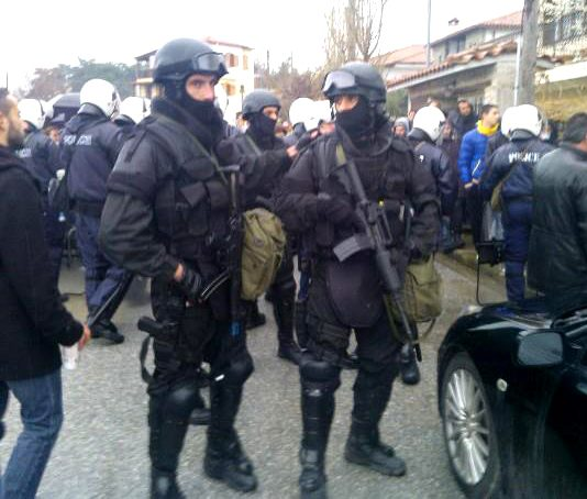 Heavily armed Greek anti-terrorist units confronted residents in the small coastal town of Ierissos – cr. Left.gr