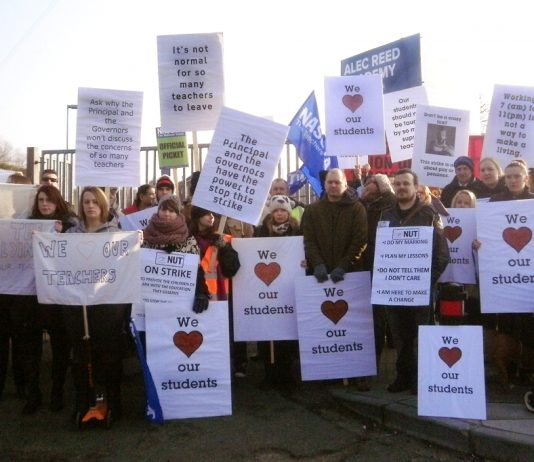 Large numbers of parents and pupils picketed alongside teachers during the dispute the Alec Reed Academy