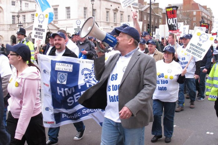 A thousand POA members marched to Downing Street yesterday mid-morning to condemn the attack on their pensions