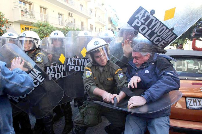 Armed riot police attack teachers outside the private office of the Reform Minister Mitsotakis   Photo credit: MARIOS LOLOS