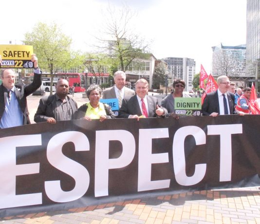 Teamsters leader JAMES HOFFA (centre) standing with Unite leader LEN McCluskEy, emphasised  that US and UK workers are struggling against the same bosses