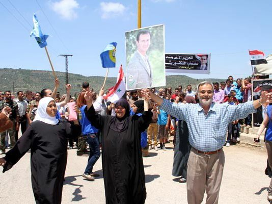 Syrians enthusiastically show their support for President Assad in Lattakia in the run-up to the election on June 4th