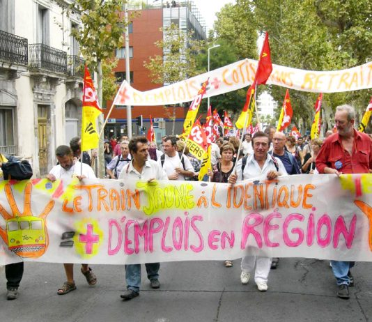 Montpellier train drivers banner says more jobs in the regions – more money for pensions