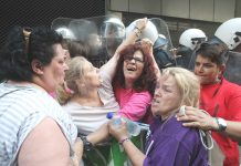 Sacked Greek cleaners struggle with riot police – Ukrainian workers know that once the economic agreement is signed with the EU they will face similar struggles