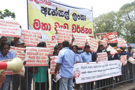 Ansell employees in Sri Lanka striking in support of victimised colleagues. Their union representatives of the FTZGSEU at the Biyagama plant have now been denied visas to enter Australia