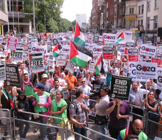 Thousands picket the Israeli embassy in London demanding the establishment of a Palestinian state