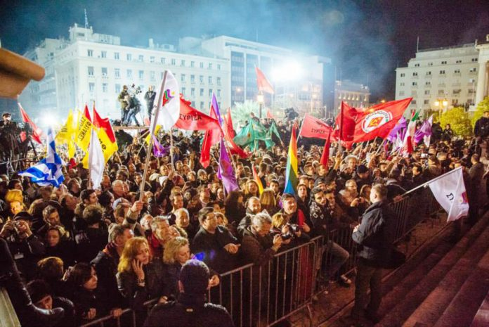 Thousands gathered late on Sunday night at the Athens city centre to hear a victory speech by SYRIZA leader Alexis Tsipras