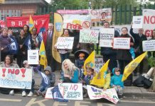 Picket by parents, teachers and pupils to prevent the forced academisation of St Andrew & St Francis Primary School in Willesden