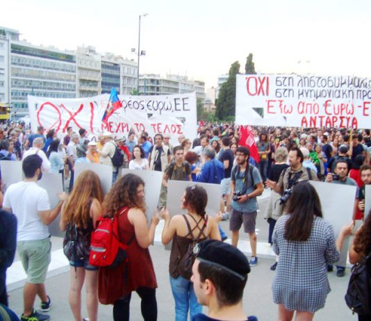 Demonstrators calling for a 'NO'-'OXI' vote in front of the Vouli (Greek Parliament)