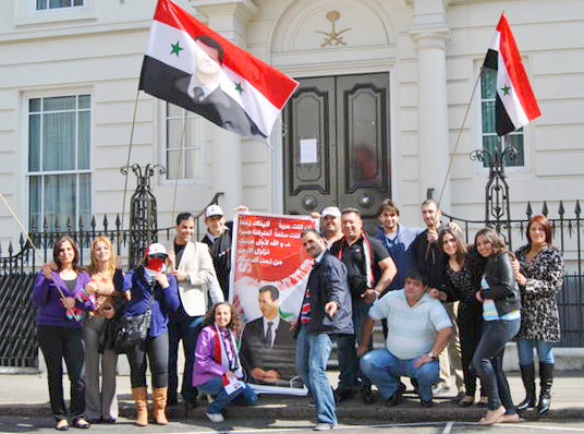 Syrians in London demonstrate outside the Saudi embassy – Saudi Arabia finances terrorists in Syria