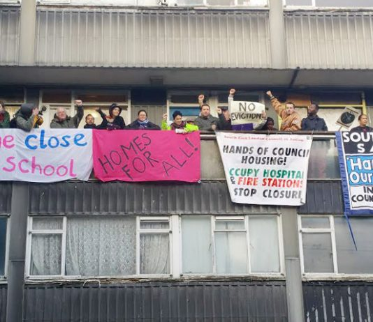 Over 60 local residents, supporters and youth massed on the balcony yesterday morning in Southwark to stop the eviction of Aminata Sellu by bailiffs supported by the police