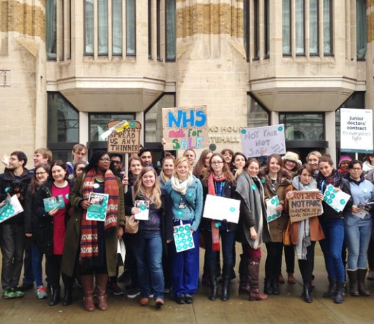Strikers yesterday picketed the Department of Health as part of their fight to defend the NHS
